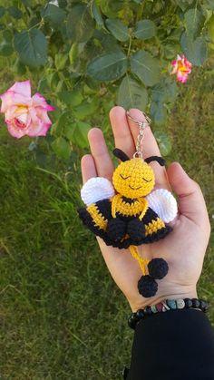 Crochet Parrot, Crochet Bee, Kawaii Crochet, Crochet Cactus, Crochet Gifts, Cute Crochet, Crochet Dolls, Crochet Keychain Pattern, Crochet Bookmarks