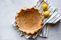 Here are instructions and a video tutorial showing you how to blind bake pie crust for lemon meringue pie, pumpkin pie, quiche, and pudding pie! Blind Bake Pie Crust, Baked Pie Crust, Homemade Pie Crusts, Pie Crust Recipes, How To Make Pie, Food To Make, Köstliche Desserts, Delicious Desserts, Quiche Dish