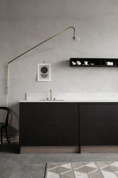 These minimalist kitchen suggestions are equal parts serene and also stylish. Locate the best ideas for your minimalist design kitchen that matches your preference. Browse for fantastic photos of minimalist style kitchen for ideas. Country House Interior, Interior Design Kitchen, Küchen Design, Home Design, Chair Design, Home Decor Items, Cheap Home Decor, Freestanding Kitchen, Minimal Kitchen