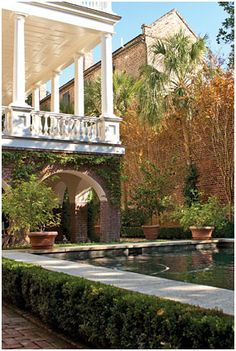 Lifestyle: A Rare Opportunity for a Residence by Johanna McBrien from Antiques & Fine Art magazine Charleston Style, Charleston Homes, Southern Homes, Southern Belle, South Carolina, Beautiful Homes, Beautiful Places, The Neighbor, Antebellum Homes