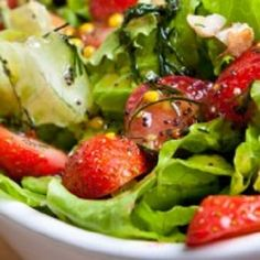 Salata Delight (verde cu căpșuni)   Până ieri nu mâncasem niciodată salată (de legume) cu căpșuni. Am văzut însă o rețetă într-o carte și m-am gândit să o încerc spunându-mi că la urma urmei nu e chiar mare diferența între gustul și aspectul roșiilor și cel al căpșunilor de exemplu. Mi-am propus că dacă nu iese rețeta să tac chitic însă a ieșit excelentă și vă îndemn să-i dați o șansă.  Și dressingul este inedit însă nu mă supăr în cazul în care vă lipsesc din igrediente dacă puneți un… Cats And Cucumbers, Cat Drinking, Vitamin D, Potato Salad, Potatoes, Ethnic Recipes, Food, Milk, Green