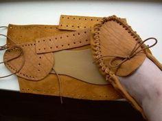 {шьют} маленькие кожаные мокасины Учебник и свободный образец
