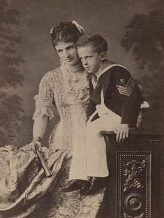 Queen Margherita of Italy with Vittorio Emmanuel Adele, Old Photos, Vintage Photos, Charles Emmanuel, Wales, House Of Savoy, King Of Italy, Royal Photography, Family Photos