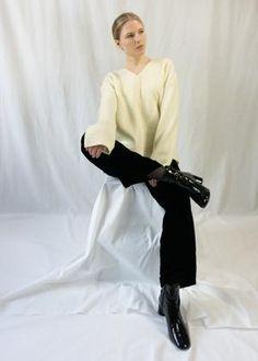 Sorént Oslo | MAY Sweater | Women's wear Raw Edge, Oslo, Off White, Sweaters For Women, Women Wear, Normcore, Sleeves, Model, How To Wear