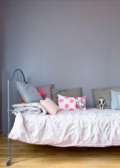Une chambre délicate et féminine, bedroom, chambre, couleurs chambre