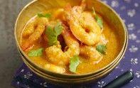 Voici une recette rapide du chef Cyril Lignac pour préparer un curry de crevettes au lait de coco très gourmand. Le plat rêvé pour divertir vos hôtes.