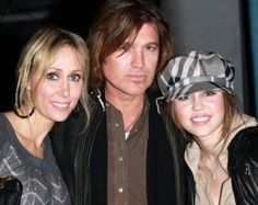 The famous Country music singer and the father of Miley Cyrus, Billy Cyrus 's wife Tish Cyrus submits files in Superior court of Califo. Divorce Court, Superior Court, Billy Ray Cyrus, Divorce Process, Celebrity Updates, Broken Marriage, Country Music Singers, Celebs, Celebrities