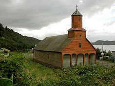 iglesia Detif, Chiloe, Chile unique in the very last corner of the world , build without any metal nail.in all seasons Church Pictures, Wooden Architecture, Hiking Tours, Historical Monuments, Church Building, Place Of Worship, End Of The World, Lake District, Kirchen