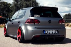 Stanced Volkwagen Golf GTI (11)