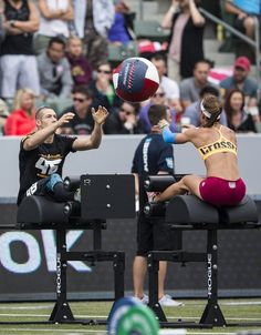 Do not be tempted to avoid the stretch after your workout. Stretches are vital to keep your muscles from getting too tight. Crossfit Games, Crossfit Athletes, Motivation Crossfit, Nutrition Crossfit, Post Workout Snacks, Training Day, Team Photos, Powerlifting, Weightlifting