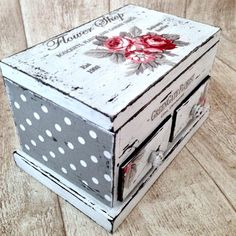 I like the combination of the papers used to decoupage onto this vintage jewelry box. The difference in scale works well. Decoupage Vintage, Decoupage Box, Decoupage Furniture, Paint Furniture, Jewelry Box Makeover, Jewellery Boxes, Jewelry Displays, Jewellery Storage, Shabby Chic Crafts