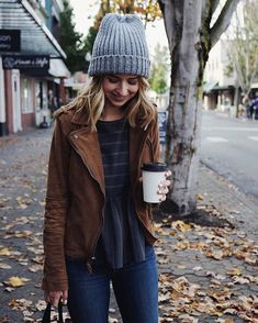 """Perfect Saturday morning picking up some new books at the library (what I'm reading on Snapchat at """"truelane.co""""), warming up at my favorite local coffee shop, and strolling downtown with Mom. Now that I work weekend afternoons, I have to take advantage of the mornings and I don't hate it ☕️❤️ #ootd #autumn #fallstyle #seattle #pnw #weekend"""