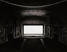 Attemps to Represent Time through Photography: Hiroshi Sugimoto's Theaters Series