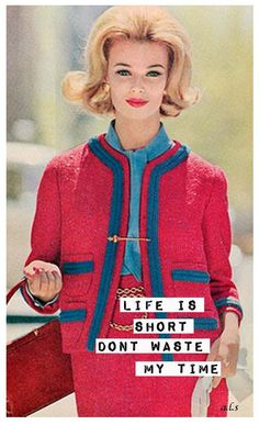 1958 - Chanel suit pink red blue model magazine iconic style vintage very betty draper style mad men jackie o timeless. Moda Retro, Moda Vintage, Retro Vintage, Retro Humor, Vintage Humor, Retro Funny, 1960s Fashion, Vintage Fashion, Estilo Coco Chanel