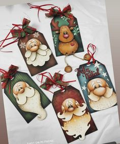 Painted Christmas Ornaments, Christmas Gift Tags, All Things Christmas, Christmas Drawing, Christmas Paintings, Christmas Projects, Holiday Crafts, Pintura Country, Paper Crafts Origami