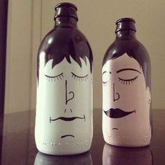 Bottle Head by Andre Batista Rabisca Beer Bottle Crafts, Wine Bottle Art, Painted Wine Bottles, Diy Bottle, Bottles And Jars, Plastic Bottle Crafts, Decoration Originale, Bottle Painting, Decoupage