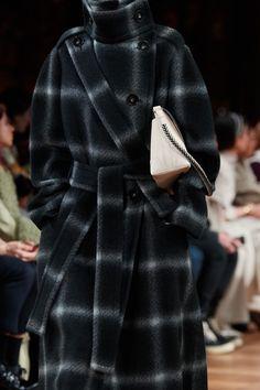 Stella McCartney Fall 2020 Ready-to-Wear Fashion Show | Vogue Stella Mccartney, Vogue Paris, Autumn Winter Fashion, Fall Winter, Models, Mannequins, Ready To Wear, Fashion Show, Personal Style
