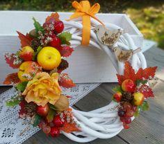 Podzimní štěbetání..4 / Zboží prodejce Silene   Fler.cz Christmas Wreaths, Holiday Decor, Flowers, Home Decor, Fairy Gardening, Decoration Home, Room Decor, Royal Icing Flowers, Home Interior Design