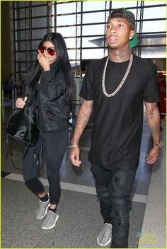 Kylie Jenner & Tyga Coordinate Their Black Outfits at LAX Airport | kylie jenner tyga coordinate outfits at lax airport 26 - Photo - Kylie Jenner Style
