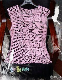 Delicadezas en crochet Gabriela: Delicada musculosa en ganchillo con diseño en diagonal