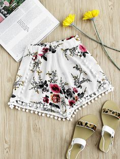 SheIn offers Floral Print Random Pom Pom Trim Shorts & more to fit your fashionable needs. Spring Outfit Women, Spring Outfits, Casual Skirt Outfits, Cute Outfits, Beach Outfits, Older Women Fashion, Summer Shorts, Ladies Dress Design, Boho Shorts