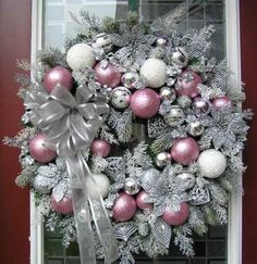 holiday wreaths Easily made. Spray wreath with silver metallic paint, sprinkle with silver glitter, use pink, white and silver balls - silver ribbon. Shabby Chic Christmas, Silver Christmas, Noel Christmas, Christmas Projects, Christmas Ornaments, Ball Ornaments, Ireland Christmas, Europe Christmas, Spanish Christmas