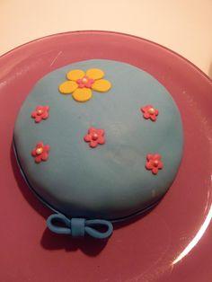 Mini tarta fondant con relleno de chocolate.
