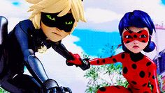 THEY ARE HOLDING HANDS!! Cat Noir and Ladybug - The Mime