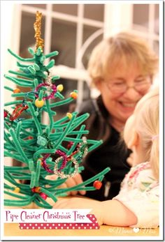 Kids' Christmas arts and crafts: making a small pipe cleaner Christmas tree.