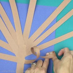 Construction Paper Tree - Twitchetts This constructions paper tree is a fun construction paper craft. Create it all seasons by just switching up the apples for blossoms, green leafs, fall leaves, or leave them bare. Fall Arts And Crafts, Autumn Crafts, Fall Crafts For Kids, Autumn Art, Autumn Leaves, Art For Kids, Fall Paper Crafts, Kids Diy, Preschool Crafts