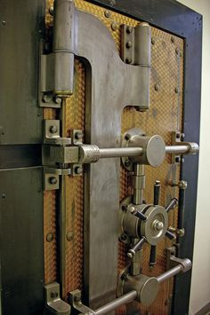 Moontjuh uploaded this image to 'Old safes'. See the album on Photobucket.