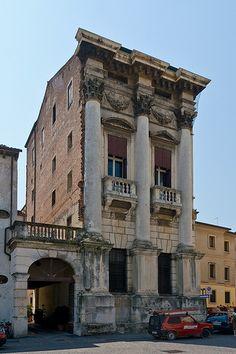 Built in 1605 in Vicenza, Italy. Neoclassical Architecture, Renaissance Architecture, Classic Architecture, Historical Architecture, Architecture Details, Interior Architecture, Filippo Brunelleschi, Andrea Palladio, Marrakech