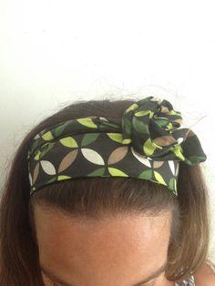 Faixa para cabelo com arame que permite melhor ajuste na cabeça. Faixa que dá duas voltas na cabeça Estampas a combinar com a vendedora conforme estoque! Acima de 2 unidades temos descontos especiais! :)