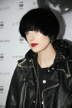 Jet black hair color stands out against her very fair complexion. Her red lips are another strong contrast. Hair Color For Black Hair, Love Hair, Dark Hair, Hairstyles With Bangs, Trendy Hairstyles, Bowl Haircut Women, Bowl Haircuts, Fair Complexion, Bowl Cut