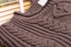 Con questo tutorial di Titty & Flavia impareremo 4 semplici metodi fai da te per salvare un maglione di lana infeltrito per farlo tornare bello e soffice, come nuovo.