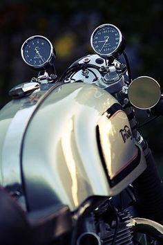 Travel, Cafe Racers and Fashion. Moto Cafe, Cafe Bike, Cafe Racer Bikes, Cafe Racer Motorcycle, Cafe Racers, Retro Motorcycle, Women Motorcycle, Motorcycle Quotes, Motorcycle Helmets