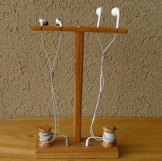 Headset-Headphones-Earphone-holder-Hanger-Support-Display-Showing-stand-Wood.jpg (573×572)