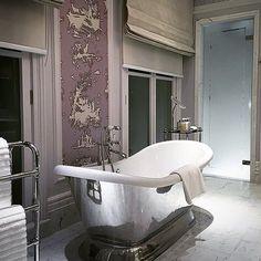 Morning bath @langham_london #london #england #bathroomdecor #travelgram #luxuryhotel #wanderlust #cntraveler #tlpicks #tlworldsbest #wanderlustwednesday #luxurylife #hotellife #bubblebath #dametraveler #lhw #lhwtraveler by luxetravellife