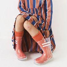 Die wahrscheinlich coolsten Gummistiefel der Welt! @_bobochoses_ #selectedbyluna . . . #gummistiefel #regenstiefel #rubberboots #wellies #lunamagazin #kindermodemagazin #kidswear #kindermode #fashionforkids #kidsfashion #coolkids #childhoodunplugged #wildandfree #sockswag #rainydays
