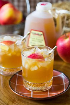"""Bourbon Apple Cider Cocktail, Perfect Fall Drink! You can easily make a """"mocktail"""" version of this for the kids by omitting the bourbon. I serve mine chilled on ice but like I mention above, heat it up for the perfect beverage on a chilly fall night. Get the recipe by clicking on the photo."""