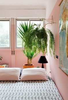 30 Comfy Pink Tropical Bedroom Ideas For Summer Home Design, Home Interior Design, Cheap Office Decor, Cheap Home Decor, Teen Room Decor, Bedroom Decor, Bedroom Ideas, Japanese Bed, Tropical Bedrooms