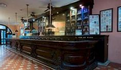 """Reabre en La Habana el famoso bar Sloppy Joe's """"Todos tenían que tomarse una foto en el Sloppy Joe's, lo mismo si eran turistas estadounidenses comunes y corrientes o estrellas de cine"""", dijo Barbara Bachman, diseñadora de libros de Nueva York que fue una de las primeras en llegar al bar a pedir un trago."""