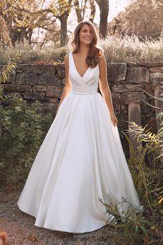 Justin Alexander Dream Wedding Dresses, Designer Wedding Dresses, Wedding Gowns, Timeless Wedding Dresses, Simple Elegant Wedding Dress, Weeding Dresses, Popular Wedding Dresses, Classic Wedding Dress, Justin Alexander Bridal