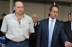 Sergio Berni y Julián Colombo se sumarían al Gabinete de Daniel Scioli. El candidato del FPV anunció a dos nuevos ministros de su potencial Gabinete. http://www.argnoticias.com/politica/item/39182-sergio-berni-y-juli%C3%A1n-colombo-se-sumar%C3%ADan-al-gabinete-de-daniel-scioli