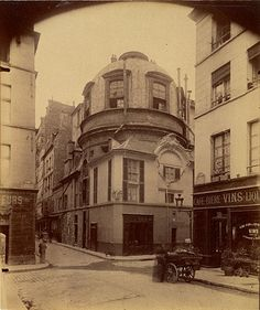 Eugène Atget / The Old School of Medicine, rue de la Bucherie, Paris, 1898 (Getty Museum)