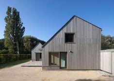 Dutch holiday home by Korteknie Stuhlmacher references farmyard barns