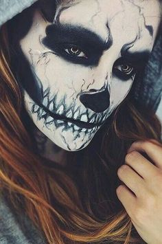 52 Gorgeous Skull Makeup Ideas to Try This Halloween # Halloween Makeup Looks, Halloween Kostüm, Vintage Halloween, Halloween Costumes, Halloween Inspo, Halloween Skeletons, Maquillaje Halloween Zombie, Horror Make-up, Theatrical Makeup