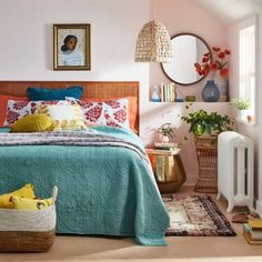 A gorgeous stitched medallion quilt for anyone who wants to stay snuggly and warm in their bed, minus all the bulk. Bedroom Colors, Bedroom Decor, Bedroom Inspo, Master Bedroom, Bedroom Ideas, Extra Bedroom, Bedroom Apartment, Apartment Ideas, Bedroom Furniture