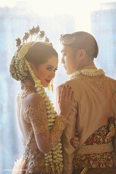 Pastel Minang and Javanese Wedding of Yovika and Andro - Javanese Wedding, Indonesian Wedding, Malay Wedding, Muslimah Wedding, Wedding Hijab, Wedding Dresses, Hair Wedding, Wedding Couple Poses, Wedding Couples