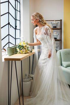 Vestido y capa con aplicaciones de Pronovias. Wedding Veils, Wedding Bride, Dream Wedding, Bridal Cape, Wedding Dress Cape, Designer Wedding Dresses, Bridal Dresses, Sleeves Designs For Dresses, Cape Dress